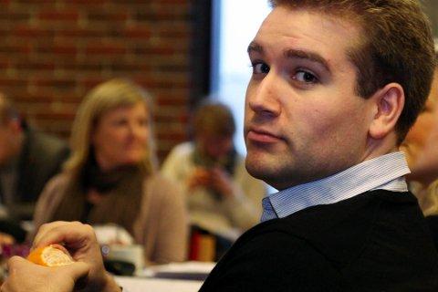 Jacob Nødseth rosar Førde sitt arbeid for å sikre seg statlege arbeidsplassar, men stiller samtidig spørsmål ved styremaktene sin strategi andsynet Florø.