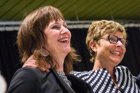 Fylkesordførarane Jenny Følling (Sp), Anne Gine Hestetun (Ap)
