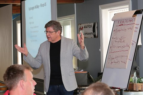 Reidar Sandal - styreleiar for Kystvegen Florø- Måløy-har kome eit steg vidare med å gje ei tilråding. Men no skal politikarane seie sitt.