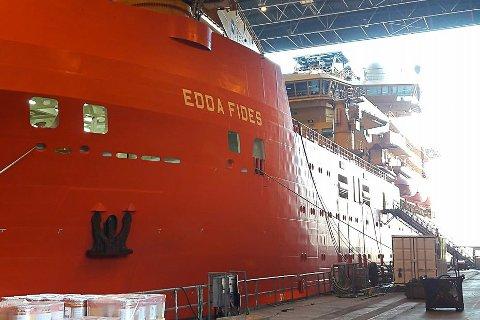 Edda Fides - i dokk på Westcon Yards