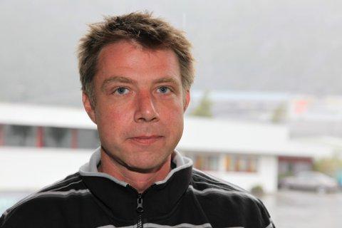 GRUNNGIR:  Samfunnsdebattant Jostein Eimhjellen meiner tekstmeldinga han sende vågøypolitikar Morten Hagen om at han var uønskt på hotellet hans og at han burde skamme seg, må sjåast i samanheng med dei politiske prosessane som gjekk føre seg på tidspunktet.