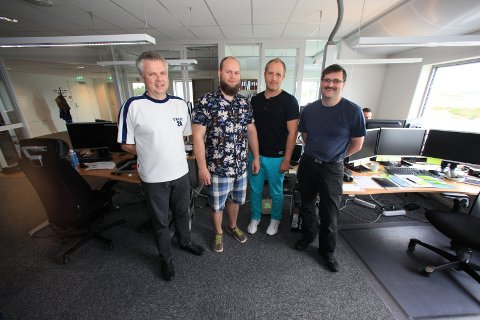 IKKJE LANGT: Her ser vi IT-tilsette i Florø, som høgst sannsynleg slepp å flytte langt for å halde på jobbane sine. Arkiv
