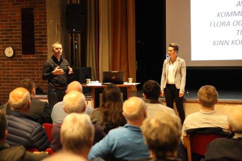 Folkemøte om Kinn kommune- her ser vi ordførarane Ola Teigen og Kristin Maurstad.