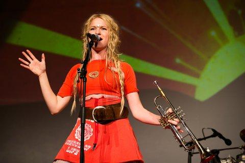 Sol Heilo Band er i ferd med å ta av i utlandet, på same vis som det første store bandprosjektet hennar, Katzenjammer har gjort. Laurdag 17. juni kjem dei til Florø.
