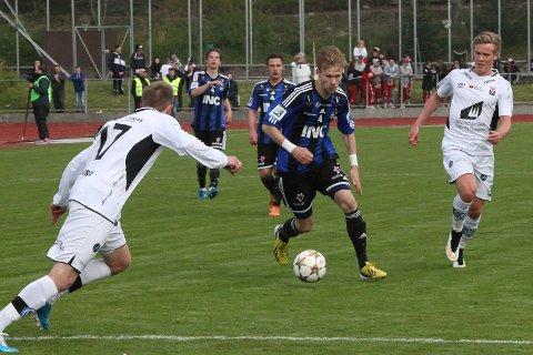 STAS: Dei avslutta sesongen i same divisjon. No er det to divisjonar mellom Halvor Solheim-Olsen og Co og Førde IL.