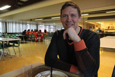 Det byrjar så smått bli liv att på kantina ved Westcon Yards Florø, registrerer prosjektleiar Ole Anders Smørdal. Han har fått ansvaret med å produsere ni kabel-anker til havgåande vindmøller.