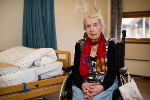 I ein alder av snart 97 år har Olefine Eikefjord blitt sjukeheimsokkupant. Det har ho vore dei siste fire vekene, etter at ho først kom til Furuhaugane omsorgssenter etter eit ni dagar langt sjukehusopphald.