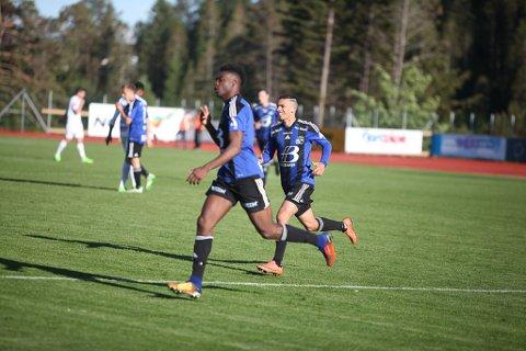 HELTAR: Rashad Mohammed (t.v.) og Monir Benmoussa vart dei store heltane med sine mål mot Eliteseriefavoritten Sogndal i Florø.