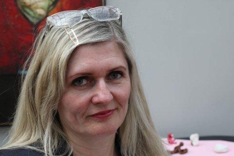 Bystyrerpresentant Kari Vårdal har meldt seg ut av Flora Ap, og skal halde fram i bystyret som uavhengig.