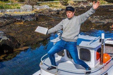 Laus kanon: Trond Strand legg breisida til og fyrer laus med saftige gloser. Foto: Kjell Aga Ulvestad