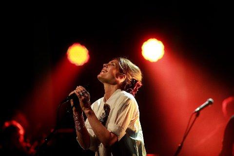 Kari Bremnes kjem til Bremanger. Ho er ein sterk liveartist, kjent for å fange publikum på konsertane sine.