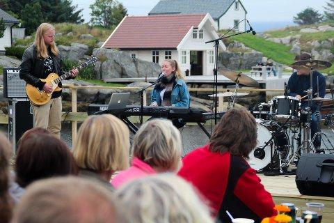 Nærare fjæresteinane er det ikkje råd å halde konsert. Foto: Anne Marit Seljeseth