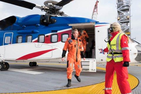 13. februar opna olje- og energiminister Terje Søviknes (Frp)  Ivar Aasen-feltet om lag 175 km vest for Karmøy. Torsdag må han kle seg i overlevingsdrakt att, då han skal ut til Gjøa-plattforma.