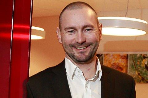 GÅVMILD: Banksjef Jan Petter Jagedal Thomsen i Sparebanken Vest skal dele ut ein million kroner til lag og organisasjonar i Flora og Bremanger. (Foto: Egil Aardal)