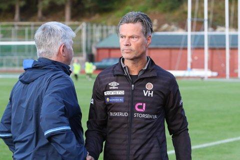 VONDT: Vegard Hansen var sterkt prega av det store tapet, men skrytte av Florø-laget og det dei har fått til.