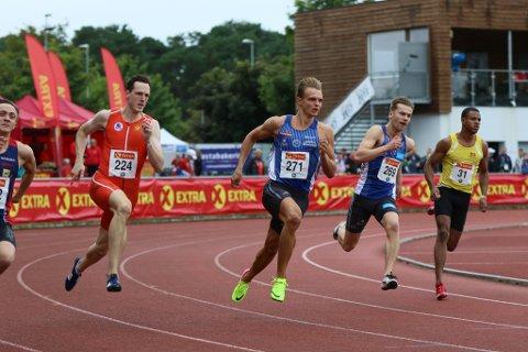 Øyvind Strømmen Kjerpeset tek seg her kontrollert vidare frå forsøksheatet på 200m under NM i friidrett.