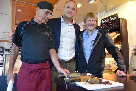 Landbruks- og matminister Jon Georg Dale og Johan Trygve Solheim hos kjøttforretninga Strøm-Larsen i Oslo.