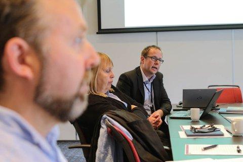 UDI-direktør Stig Arne Thune, med Ronny Cassells i forgrunnen.