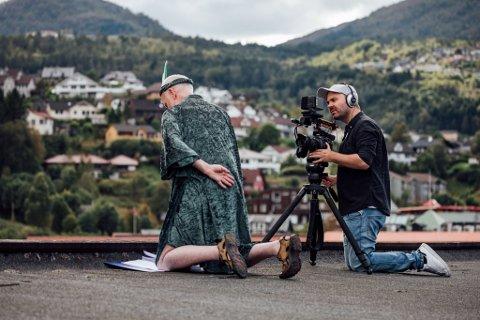 Espen Nyttingnes (t.h.) frå Nyttingneset har filma og produsert filmen om Førde, medan Hans Jacob Reite har skrive manus og spelar hovudrolla.