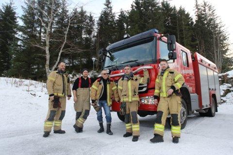 Flora brannvesen sitt vaktlag på plass ved Florø stadion.