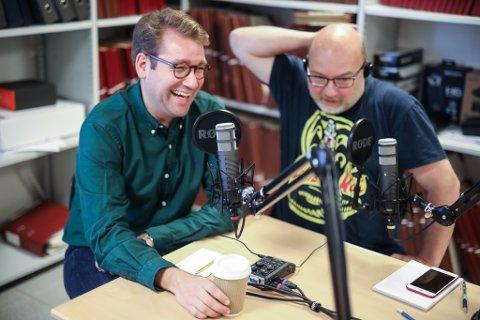 FØRSTE GJEST: Jacob Nødseth på besøk hos Hjorthen i Firdaposten sitt podcast-studio