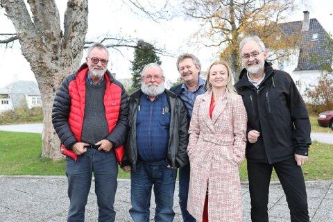 BROKETE FORSAMLING: Representantar frå Kinn Raudt. Frå venstre: Gunnar Sortland, Asbjørn Aamot, Kjell Oldeide, Marie Kronen Tveranger og Geir Oldeide.
