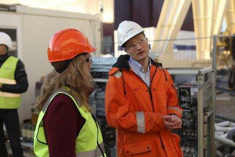 GIR SEG: Verftsdirektør Mikael Johansen gir seg som verftsjef. Her frå verftet då Arbeids- og inmkluderingsminister Anniken Haugli var i Florø 27. januar i fjor.
