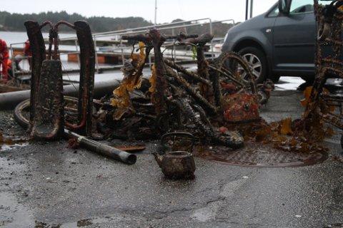Gammalt jernskrap henta opp frå havets botn av Røde Kors og Florø Dykkerforening.