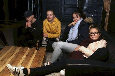 – veldig viktig: Ungdomshuset er veldig viktig for floraungdommen, meiner Markus Holme, Miriam Gjertsen, Maria Esp Ellingsund og Camilla Sande Nielsen. Foto: Linda Regina Bruvik