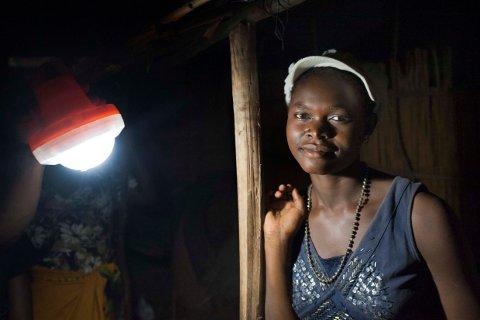"""LYS I LANDSBYEN:  Kumudzi Kuwale betyr """"lys i landsbyen"""" på det lokale chichewa-språket og bedrifta har allerede forsynt 2000 familiar og fleire skular med solenergi."""