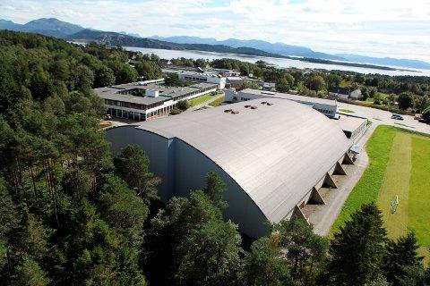 SELT: Florø Idrettssenter - storhallen ved Flora vidaregåande skule.