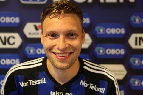 """LEGENDE: Runar Hove gjorde seg truleg """"udødeleg"""" i Florø Fotball då han signerte ny kontrakt med Florø Fotball i sommar."""