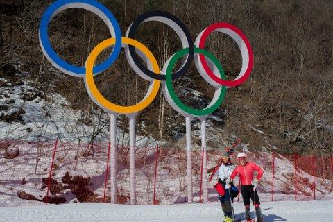 Dansk OL-håp: Sunnfjordingen Anders Neteland (t.v) og det danske alpinlandslaget, Christopher Faarup (t.h) går for topp 20 i OL