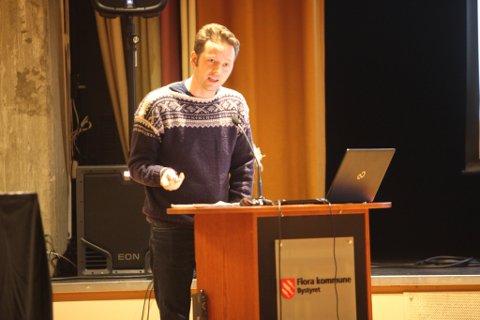 Martin Malkenes på talarstolen i bystyret.