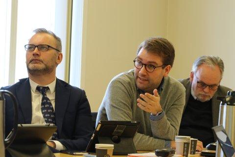 Ola Teigen, Jacob Nødseth og Edvard Iversen under førre møte i Fellesnemnda.
