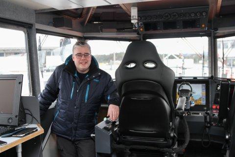 """Ingen grunn til anna enn å smile breitt for Paal Skorpen i Florø Skyssbåt, som fredag kveld klappa til kai med losskøyta """"Kvanhovden"""", sin femte båt."""