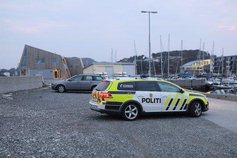 MÅTTE BORTVISAST: Politiet måtte fjerne ein person frå ein fest i Furuholmane i helga.