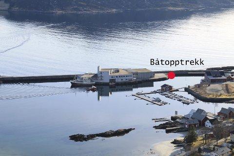 Ny slipp: Her kjem det nye båtopptrekket i Iglandsvik, tett ved den nye Iglandsvik Næringshage i industribygget. No blir det råd å ta opp båten til vårpuss og anna viktig vedlikehald. Sjølve bryggeanlegget skal også flyttast litt for å betre tilkomst til bryggene lengst nordvest.