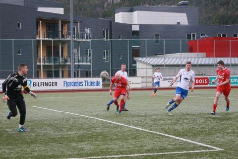 Spissduoen Anders Midthjell og Martin Klakegg Hauge og dei andre greidde aldri å overliste Vik-keeper Hovland med spelemål.