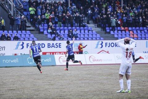 1-0: Peter Aase scorar det einaste målet i kampen med berre fire minutt att på kampuret.