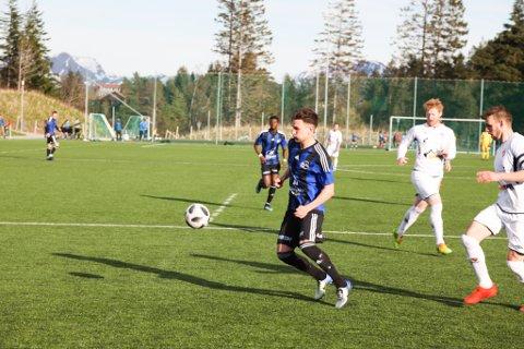 Florø 2 tapte 0-2 for Studentspretten. Her frå siste heimekamp der dei vann solid, godt hjulpet av fleire a-lagsspelarar.