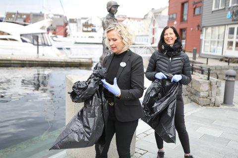 I GANG: Gro Leni Hansen frå Quality og Siv Grov i frå Comfort har fått dei tilsette med seg på ryddinga av sentrum.