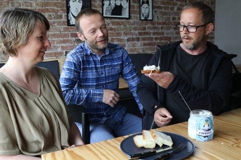 ÅRET SILDEBORD-INNOVASJON: Kinnsilda blir testa av Line Træen, Espen Lothe og Tore Skarstein.