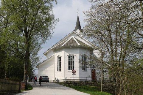 Florø Gård meiner dei eig grunnen som Florø kyrkje står på. Det meiner også Flora kommune, som fekk eigedommen i gåve i 1881.