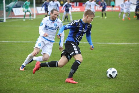 Her debuterer Torje Naustdal mot Notodden i OBOS-ligaen i vår. No har han også debutert på landslaget.