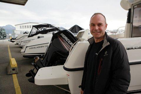 Seljar Kurt Hellesen sel båtar som aldri før.