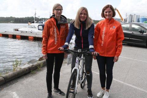 Line Aalstad vann sykkel i Sykle til jobben-aksjonen. Catherin Secher t.v. Elisabeth Solheim
