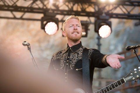 NYTT FLORØBESØK: Skambankt-vokalist Terje Wintersø Røthing kjem også i sommar til Florø og spelar i regi av Kinn Bryggeri.