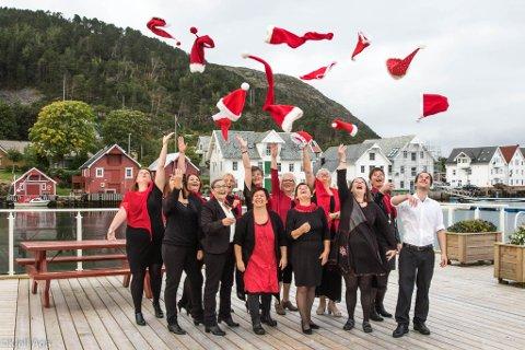 TØTTER: Tøttene i Kalvåg songlag har framført mange gode juleshow, men i sommar sparkar dei i gang festivalhelga i Kalvåg.