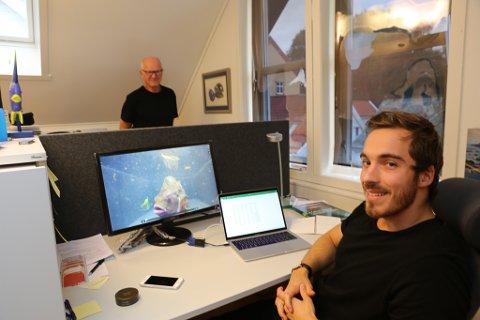 Jan Arne Holm i bakgrunnen har fått seg ein ny kollega i Thomas Kloster-Jensen.